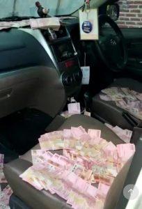 Diduga Mobil Salah Satu Timses Ikbar Penuh Uang