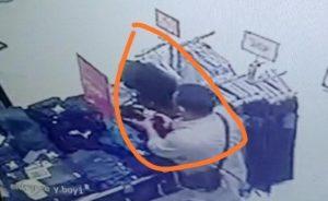 Pencuri Di Sunsire Mall Mojokerto Terekam CCTV