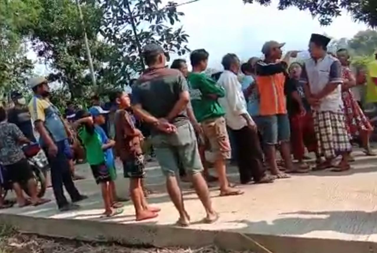 Video Detik Detik Warga Ngamuk Akibat Portal Galian C Dibuka