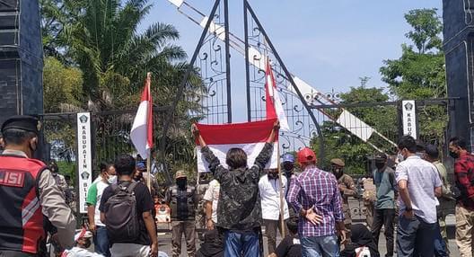Pemuda di Blitar Demo Tuntut Kebijakan Pemerintah Yang Tidak Pro Rakyat