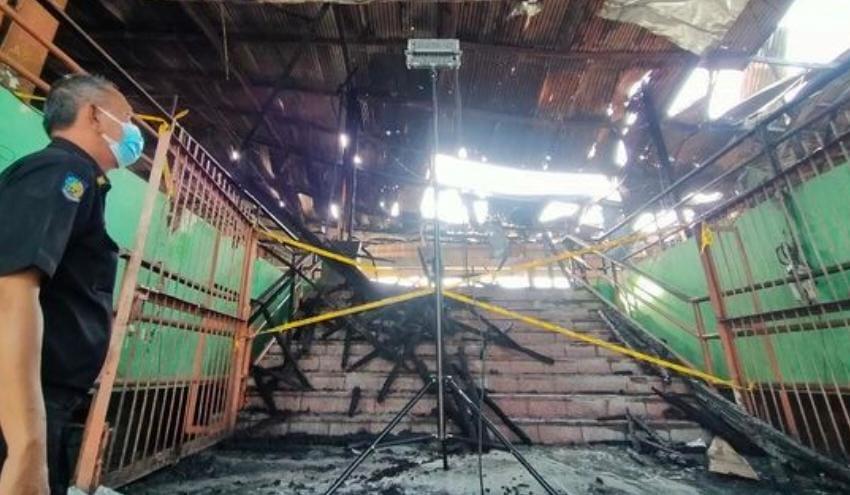 Usai Ludes Terbakar, Pasar Kembang Surabaya Ditutup